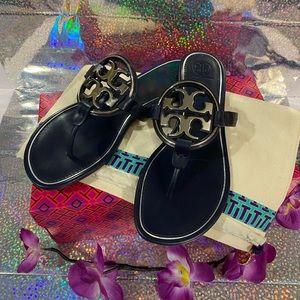 🌺 Tory Burch Navy & Silver Miller Sandals 🌺